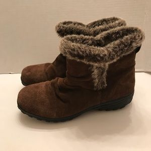 Khombu Brown Suede Leather Ankle Boots ~ Size 9